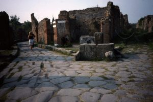 pompeii-crossroads-ins-vi3-fountain-bar