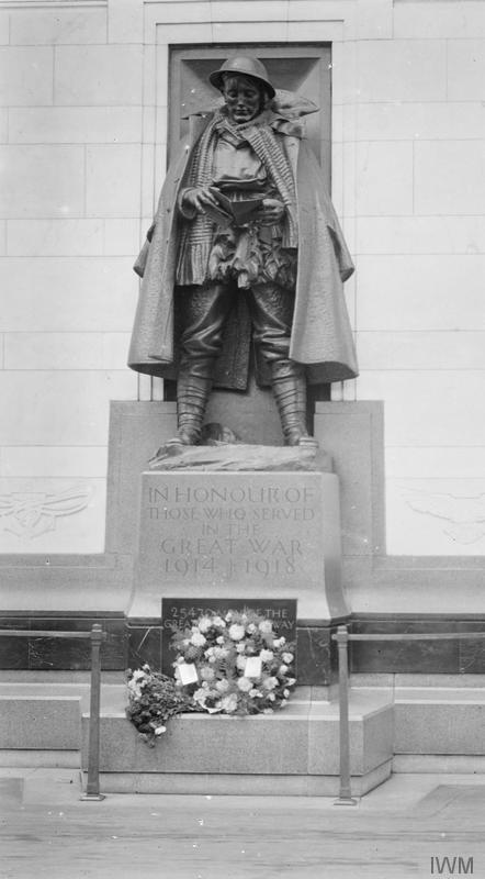 © IWM (Q 45825). War memorial at Paddington Station, London