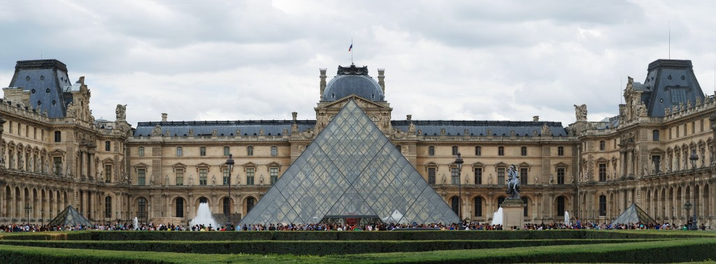 ...the Louvre. Credit: WikiCommons, as it appears everyone was too excited to take a good picture of it.