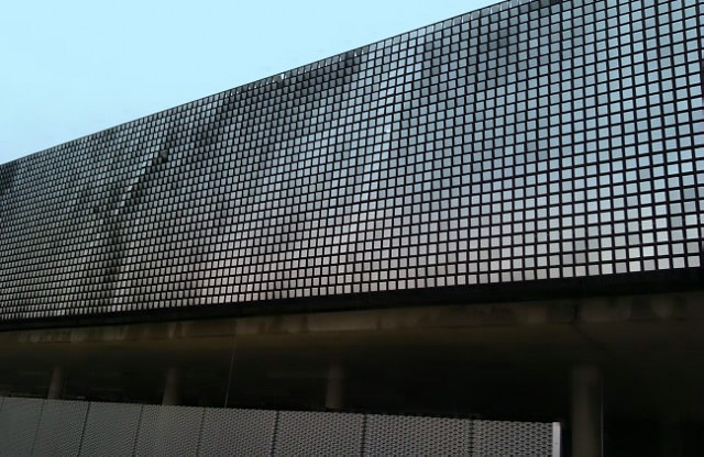 Reflective tiles on external wall of Elliot College extension