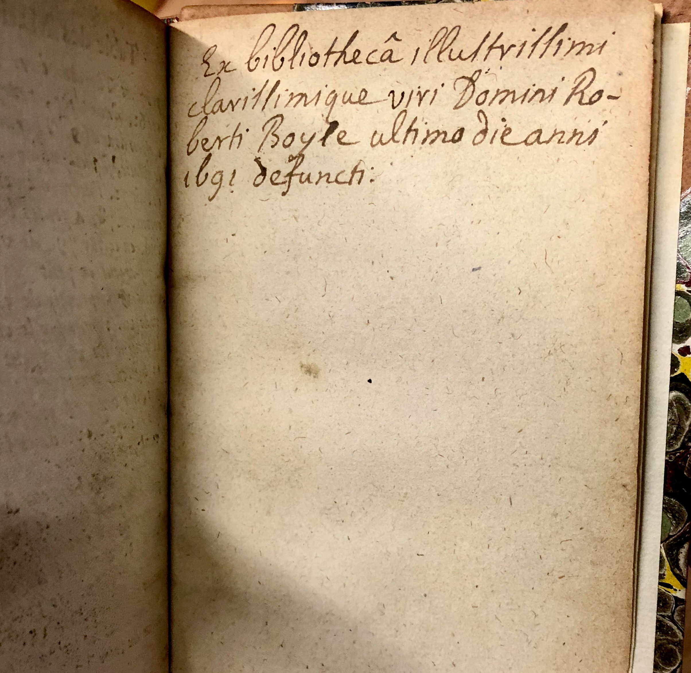Manuscript note confirming that Robert Boyle owned this book! 'Traittez des baromètres, thermomètres, et notiomètres : ou hygromètres' by Joachim d'Alence, 1688, Amsterdam. (Maddison Collection 2A5, F10456500)