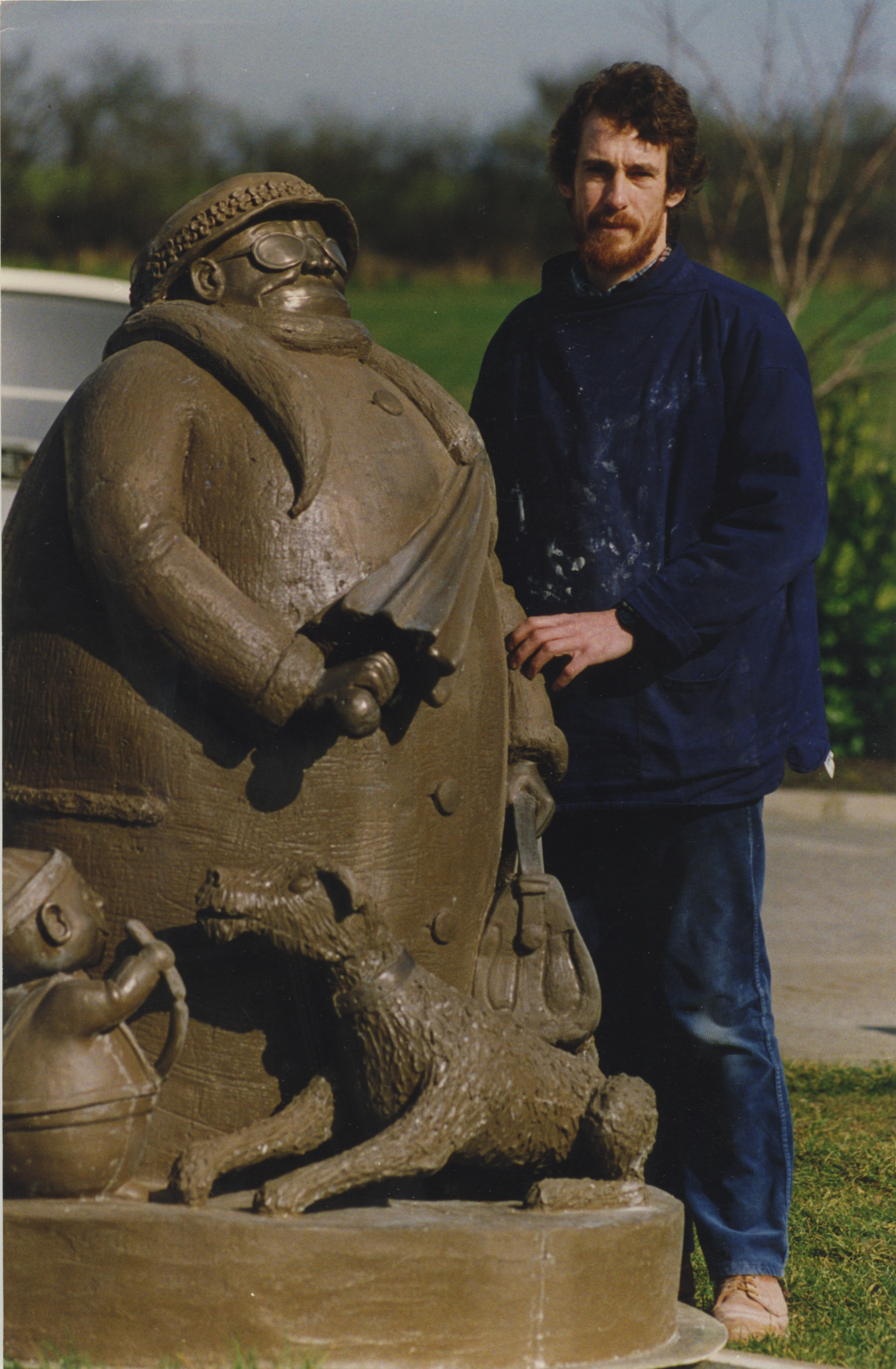 Colour photo of Grandma statue with sculptor Miles Robinson - East Anglian Daily Times, September 1993 (Image ref: GAR-F-S-460-2)