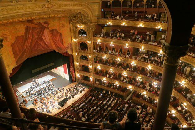 opera-594592_960_720