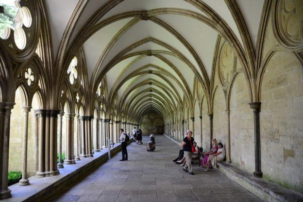 cloister-411025_960_720